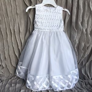 White Satin Ribbon and Tulle Dress Kids Size 3T 💕